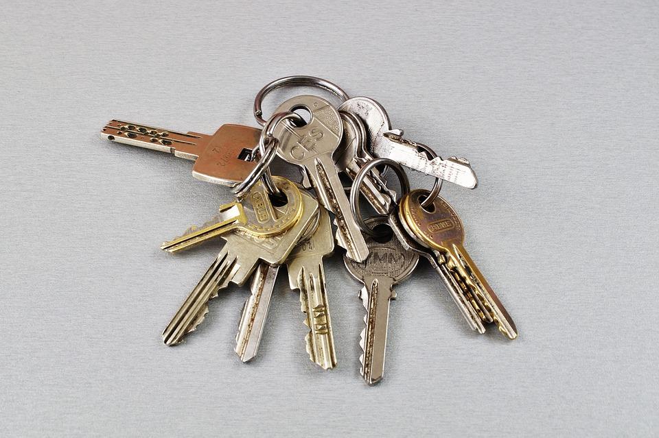 paquet de clés de différentes tailles mais de couleur grise
