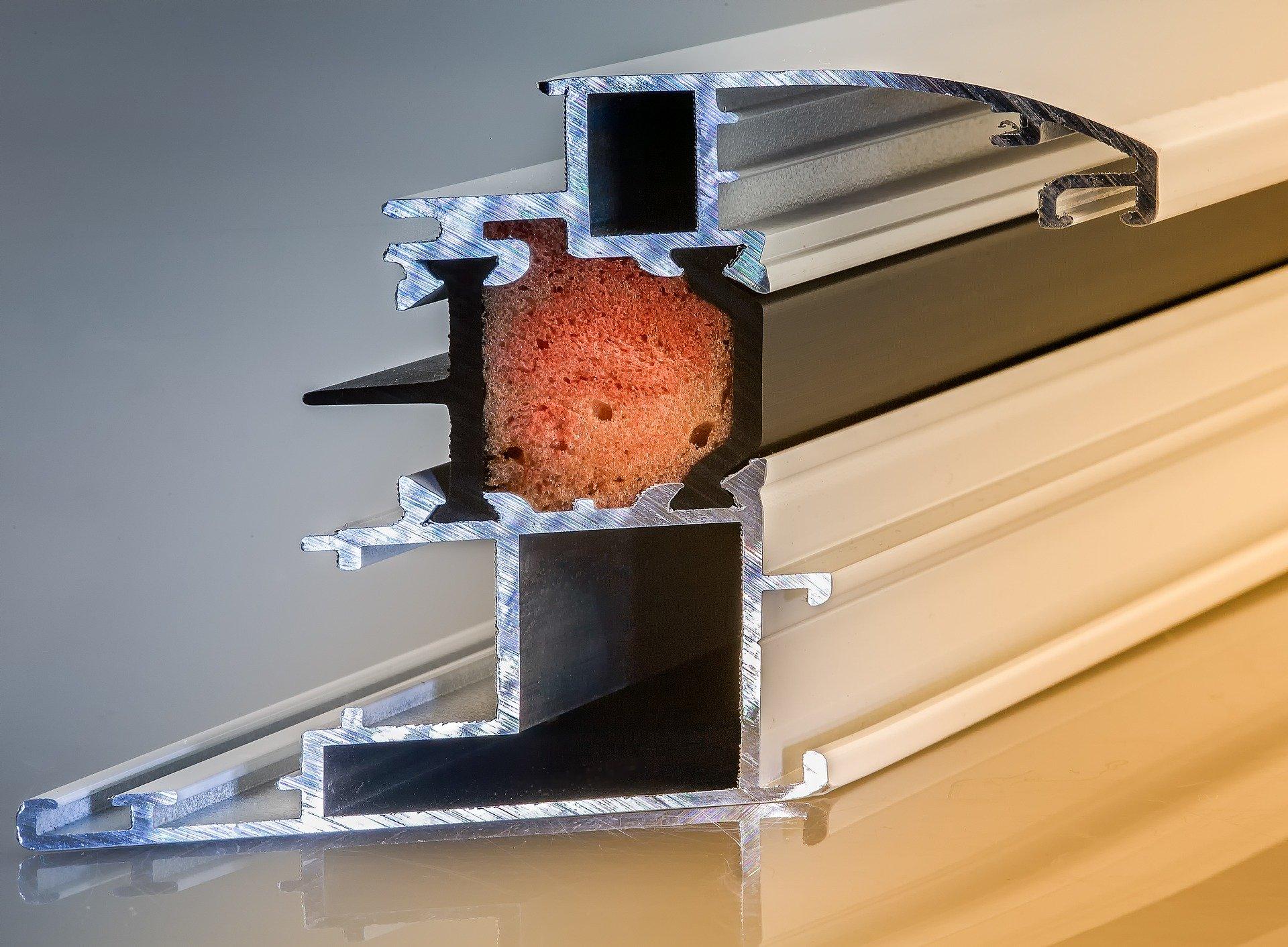 chassis en aluminium pour les fenetres et les portes