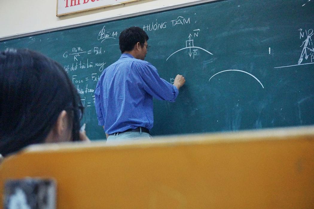 Professeur dans sa classe