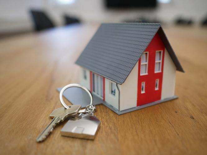Maison miniature avec des clés